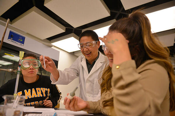 Xinghai Chen, Ph.D., demonstrates a Biochemistry lab.
