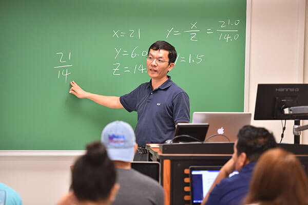 Wenbin Luo, Ph.D., teaches a Computer Engineering class.
